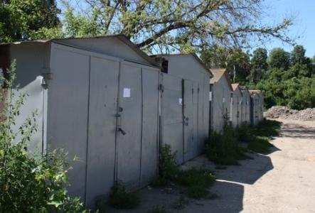 Незаконные гаражи на набережной Дубровинского снесут